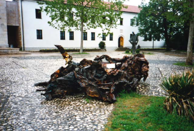 wreckage in front of the Monsater at siroki-Briej